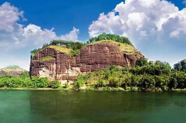 宴石山是广西省级风景名胜区,位于博白县南流江畔石弓湾渡口.-博图片
